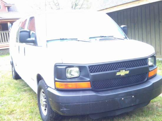2004 Chevy Express 3500 w/White Magic Truck Mount